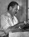 Ernest Hemingway, l'inspirateur de cet assistant d'écriture en anglais pour rédiger en anglais comme un pro